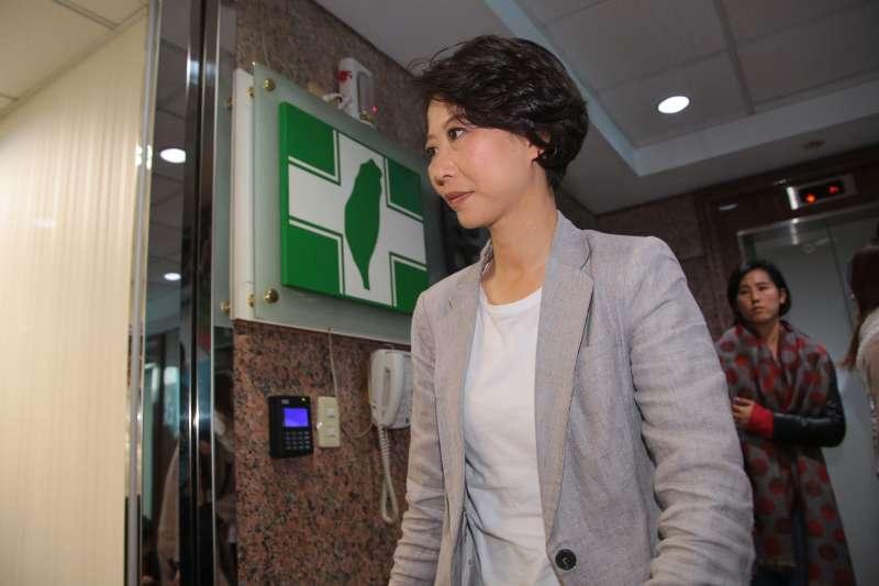 20180117-民進黨立委陳亭妃17日針對台南市長初選民調事件,至黨中央找秘書長談話。(顏麟宇攝)