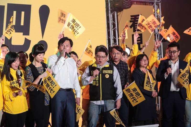 20180120-時代力量20日舉行黨慶暨募款餐會,並由主席黃國昌率全體黨職人員一同高歌。(顏麟宇攝)