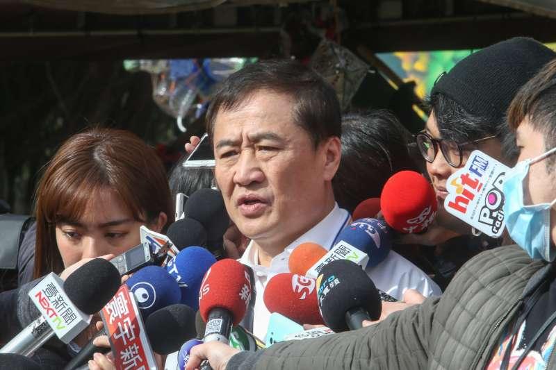 20180125-陳景峻副市長前往2018臺北燈節製作基地視察,關切進度。(陳明仁攝)
