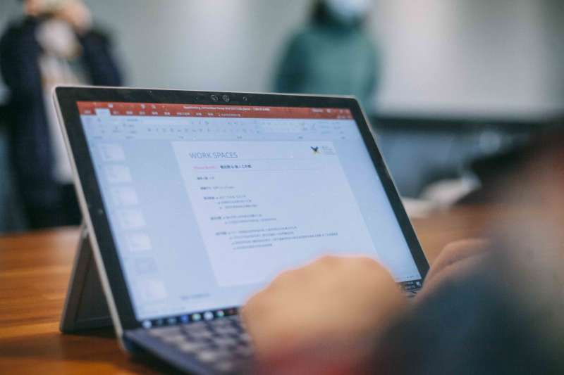 Office 365 支援多台裝置安裝,透過完整的 Office 體驗,可以按照使用者的方法、想要的地點和時間來工作。