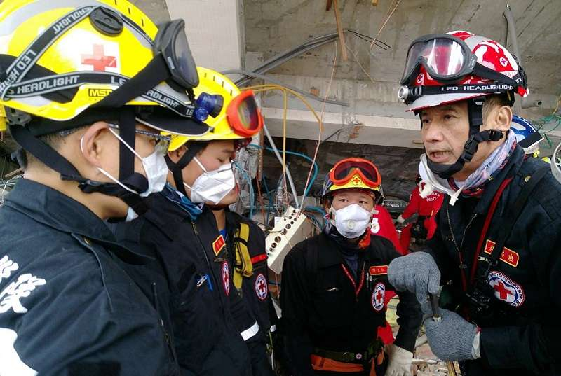 中華民國紅十字會動員救災志工配合救災指揮中心搶救失聯民眾。(紅十字會官網)