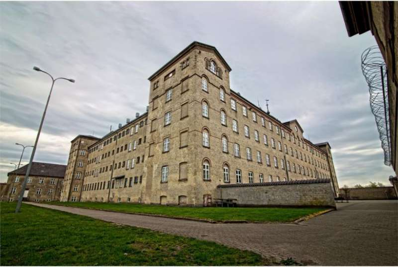 丹麥的霍森州立監獄搖身成為特色青旅。(圖/取自booking.com)