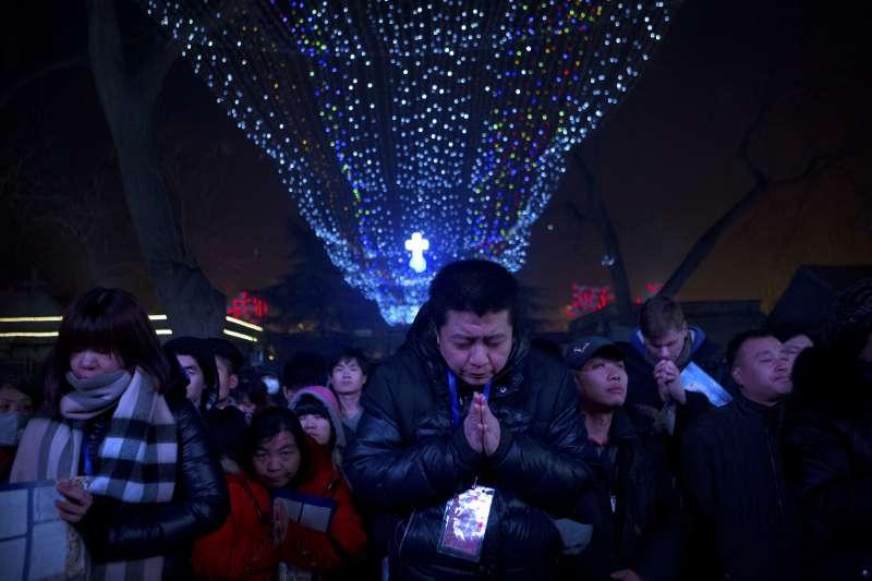 梵蒂岡與中國關係越走越近,引發原本受到中國打壓的「地下教會」教徒反彈。(美聯社)