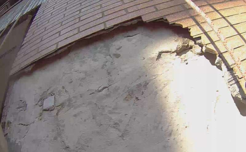 天氣溫度降低時,磁磚容易會出現膨鼓脫落的危險(圖/中華繩索技術協會提供)