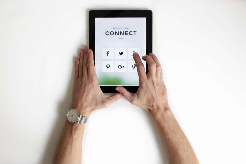 社群時代來臨,新聞媒體如何加強與讀者的互動進而產生收益,是最重要的挑戰之一。(圖/nordwood themes@Unsplash)