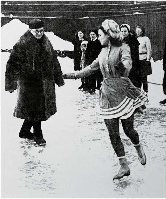 晚年的帕寧在指導年輕的花樣滑冰選手的訓練。(圖/澎湃新聞提供)