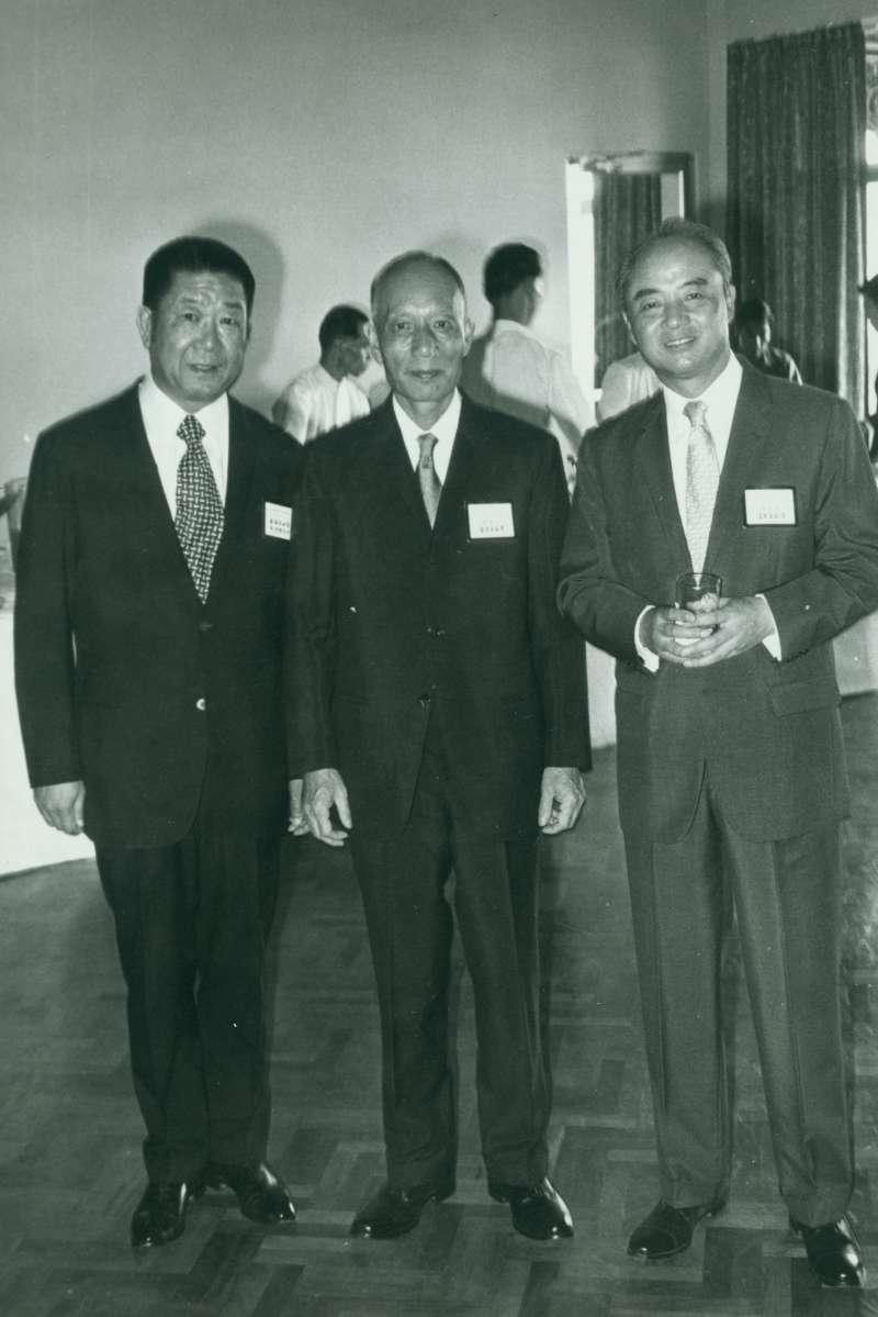 2-1-3從左至右:早期圓山徐潤勳經理、台灣省主席黃杰、圓山飯店改制後的第一任董事長周宏濤先生,周宏濤也是台灣省敦睦聯誼會五位創始人之一。(作者提供)
