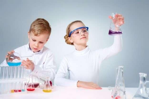 實作整合式STEM 教育可以提供中小學. 學生更有意義化的學習,且可以提起學生的學習動機。(圖/freepik)