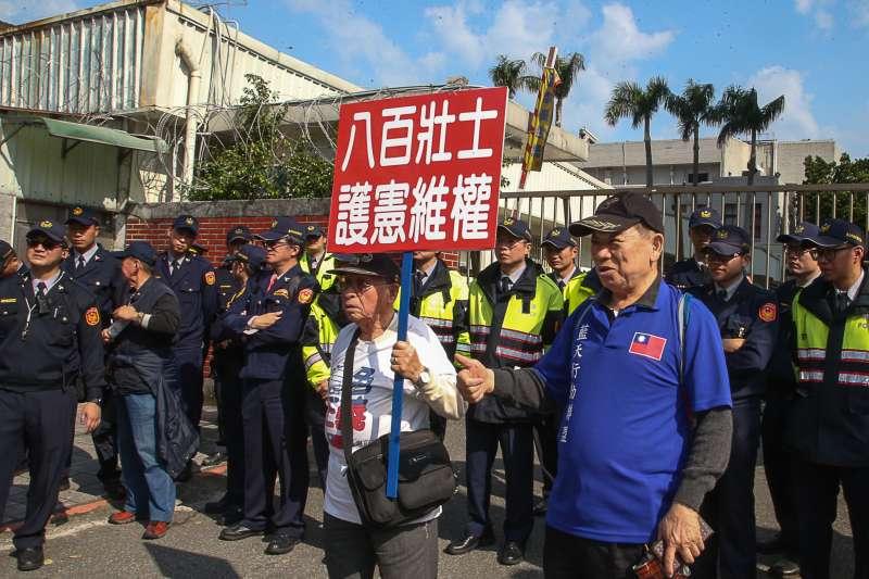 20180227-反年金改革團體「八百壯士」立法院抗爭 。(陳明仁攝)
