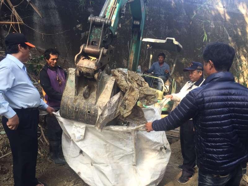 馬頭山掩埋場監督委員會清理違法棄置廢棄物