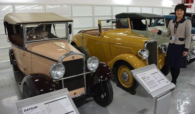 位於神奈川縣座間市,日產汽車創立的1933年所製造的最古老車款「Datsun 12 Phaeton」(左),以及1935年日本首次在量產車工廠生產的「Datsun 14 Roadster」。(圖/潮日本提供)