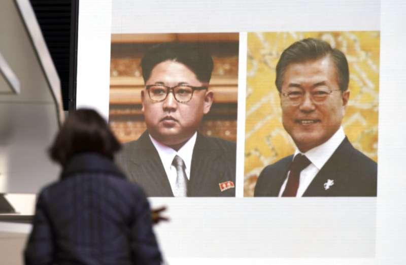 金正恩4月將與文在寅在板門店會晤的消息,立刻登上日韓媒體重要版面。(美聯社)