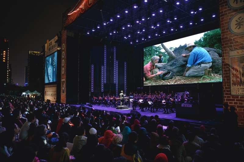 今年高雄藝術節特別引進全版的「侏羅紀公園」並配合高雄市交響樂團現場演出,要帶給現場觀眾身歷其中的感受。(圖/高雄市文化局提供)