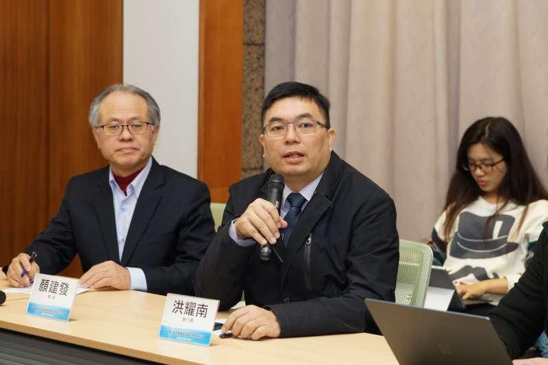 20180309-2018中共兩會後座談會,洪耀南發言。(盧逸峰攝)