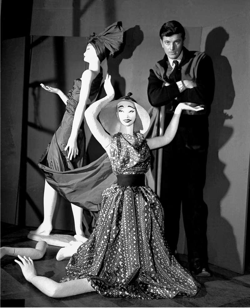 法國時裝大師紀梵希(Hubert de Givenchy),攝於1952年(AP)