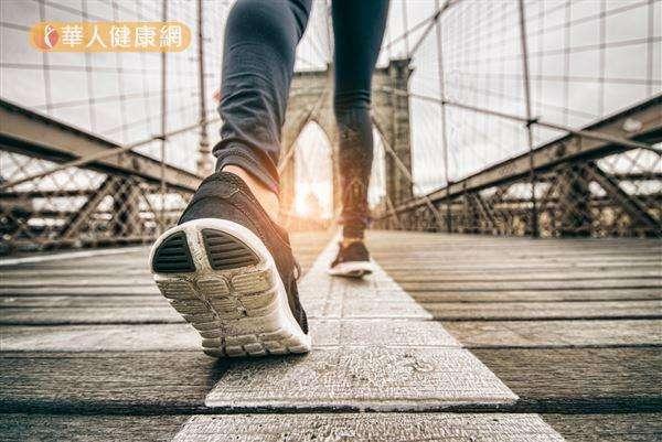 真正影響瘦身效果的走路關鍵,不是「步數」,而是「速度」和「時間」。(圖/華人健康網提供)