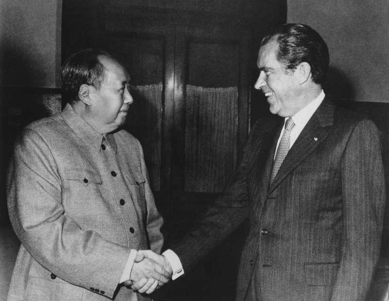 1972年2月,時任美國總統尼克森訪問中國,與中國最高領導人毛澤東舉行歷史性會談(AP)