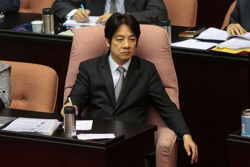 20180330-行政院長賴清德30日於立院備詢,仔細聆聽前立法院長王金平的報告。(顏麟宇攝)