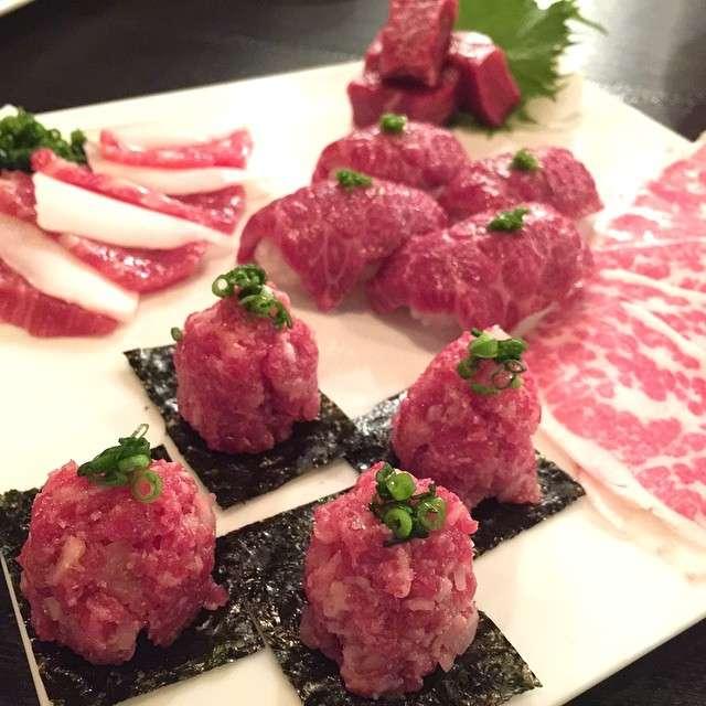 馬肉刺身是許多日本餐廳的桌上佳餚,你敢嘗試看看它的滋味嗎?(圖/截自flicker)