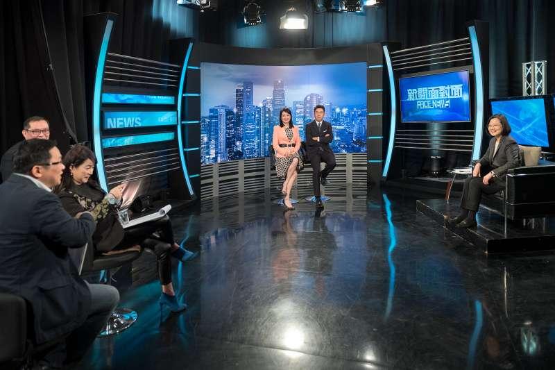 20180409-總統蔡英文接受電視台政論節目專訪。(年代提供)