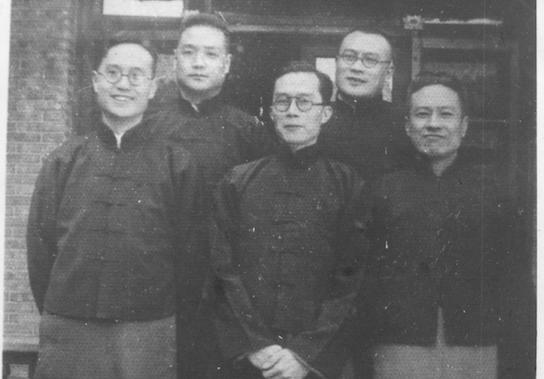 梅貽琦與兄弟合照,左起為梅貽琳、梅貽璠、梅貽琦、梅貽寶、梅貽瑞。(取自清大在台建校60週年校慶網)