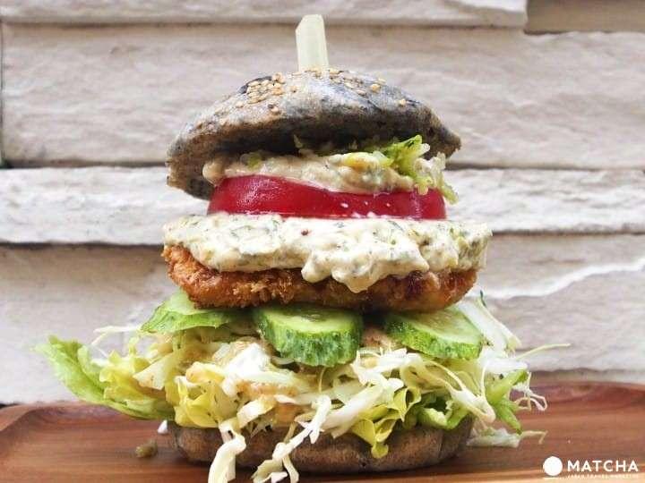 塔塔魚堡」是老闆最推薦的料理,即使不是素食者,想吃漢堡又擔心不健康的人也都可以來試試。(圖/Matcha提供)