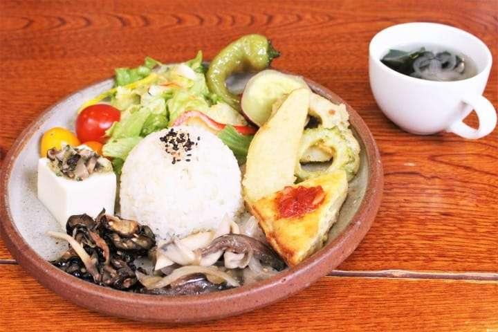 農民咖啡館是相當健康又自然的養生餐廳。(圖/Matcha提供)