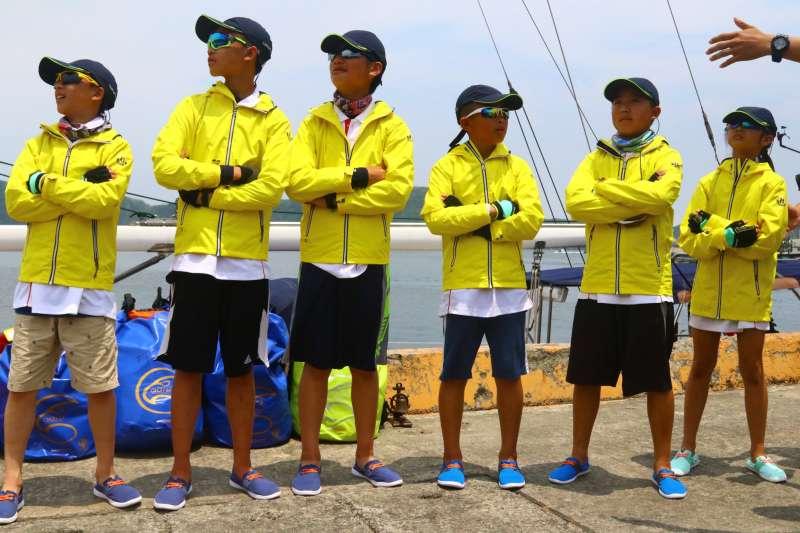 岳明國小的學生從宜蘭出海,駕駛帆船航向石垣島。(圖/岳明國小@facebook)