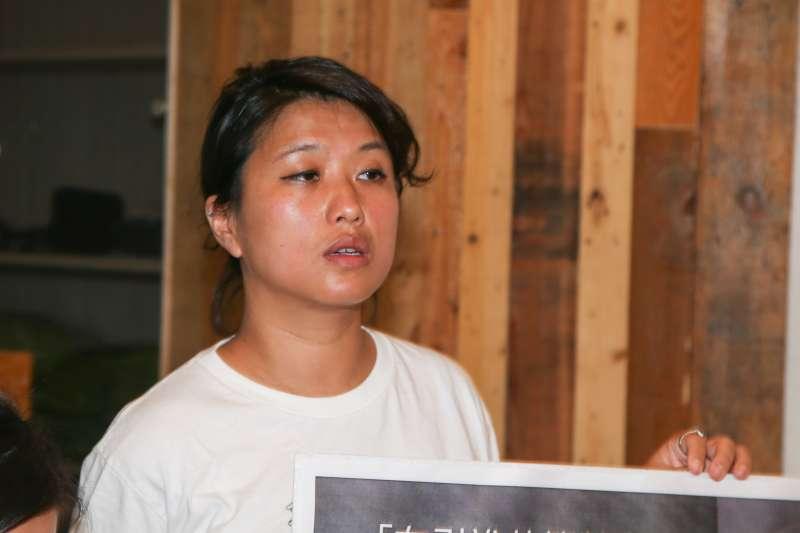 綠色和平遠洋專案負責人李宜蕎,出席「杜絕外籍漁工受虐事件,廢除境外聘僱」行動及記者會。(陳明仁攝)