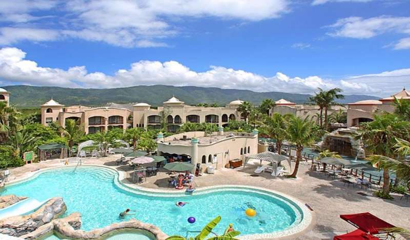 室外游泳池。(圖/HotelsCombined提供)