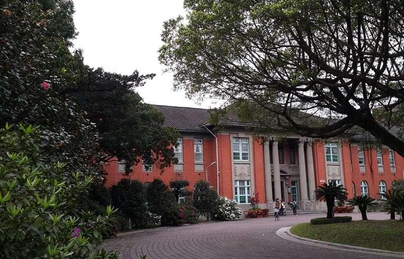 台大行政大樓。(風傳媒)