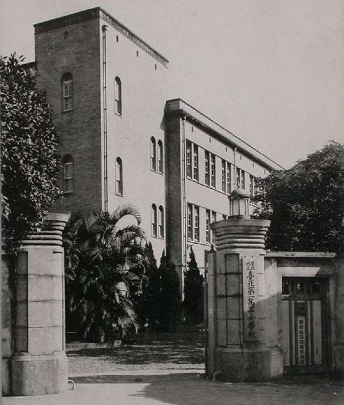 筱原武男設計的新校舍。(讀書共和國提供)