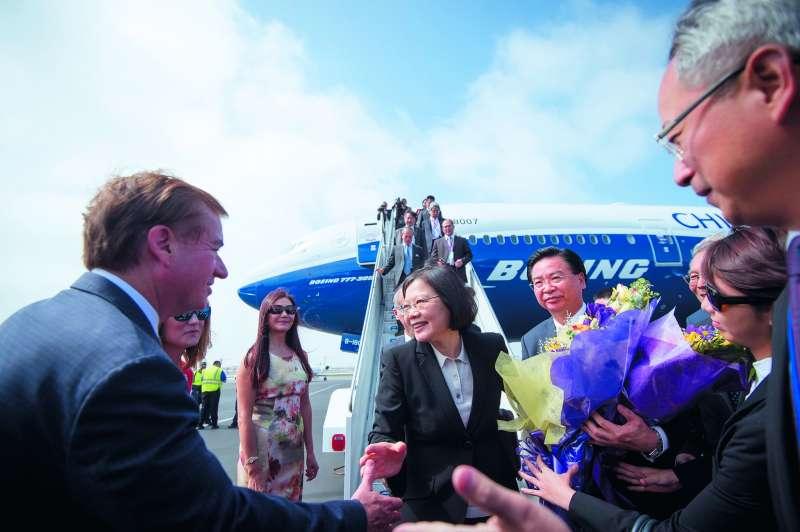 蔡英文首次出國訪問的「英翔專案」,回程過境洛杉磯。(總統府提供)