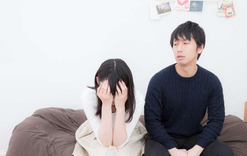 女人則不要太在意男人「老是喜歡沉浸在回憶裡」。男人的心思並沒有女人想像中那麼細膩,他們頂多就是像在翻閱畢業紀念冊。(示意圖非本人/pakutaso)