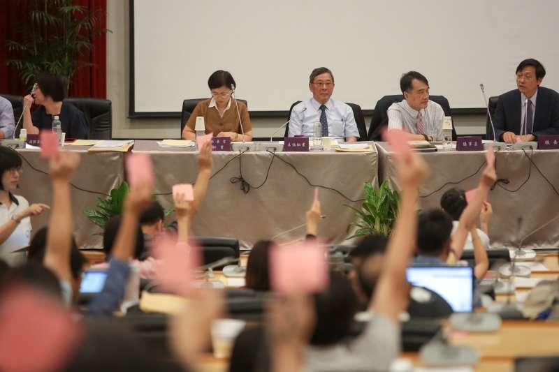 20180609-台大代理校長郭大維9日主持「台大校務會議」,會議中表決通過針對拔管案先進行資料收集。(顏麟宇攝)