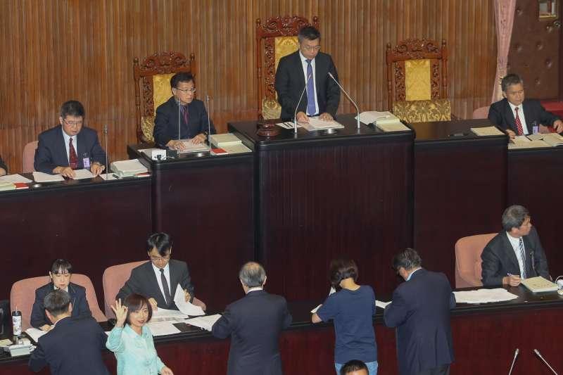 20180611-立法院臨時會召開首日,軍改案表決交付朝野協商。(陳明仁攝)