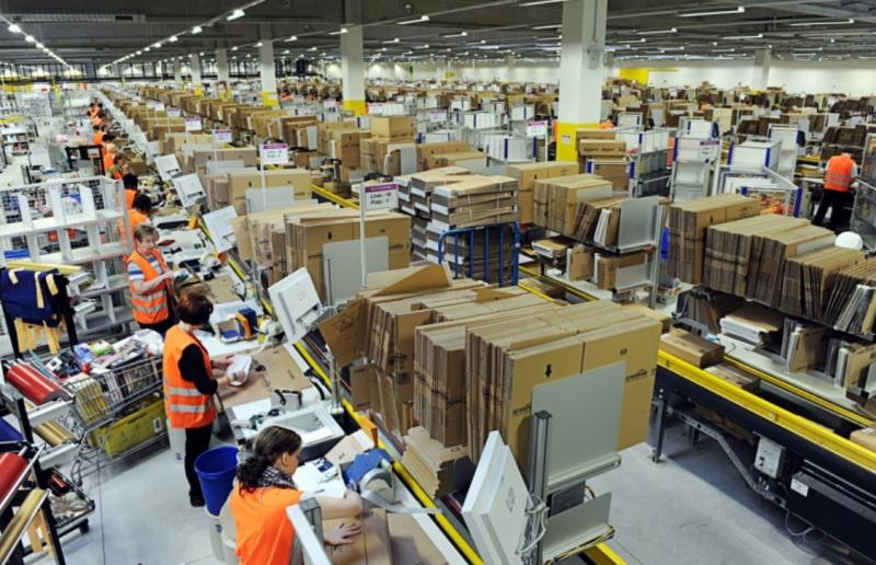 亞馬遜內部員工也流傳一句話:「如果你是優秀的亞馬遜員工,那麼你就會變成亞馬遜機器人(Amabot)。」(圖/取自Flickr-Scott Lewis CC BY 2.0,數位時代提供)