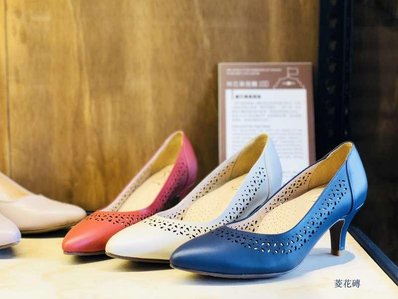 窗花磚系列優雅,獲得很多客人喜愛(圖/HoQin 好穿台南原創手工鞋)