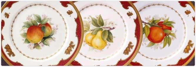 用於東京赤阪迎賓館的經典之作「水果盤」,以雙數的果實代表雙方,並以圓形水果及圓圈線,象徵圓滿的聯結關係。