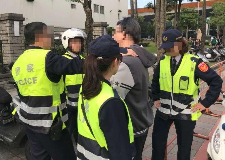 女警在警界生存不易,隨時被嘲諷該去減肥整型、學長喝酒就被拉手陪酒、處理性侵案也要被笑。圖中人物與事件無關。(資料照,台北市警察局內湖分局提供)