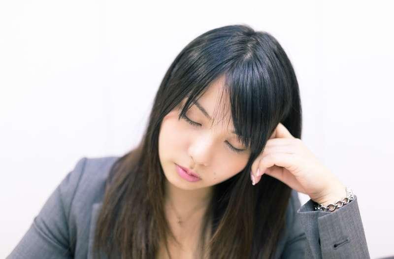 睡個午覺,會讓你下午上班的思緒更敏捷。(示意圖非本人/pakutaso)