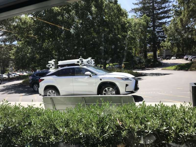 2014年蘋果啟動無人車「泰坦計畫」(Project Titan),展現打造無人車的決心,今年八月蘋果執行長庫克證實「泰坦計畫」經過重整,未來將放棄自行打造實體車輛,會將重心放在研發可以適用現有車輛的無人車軟體。(圖/取自Twitter,數位時代提供)