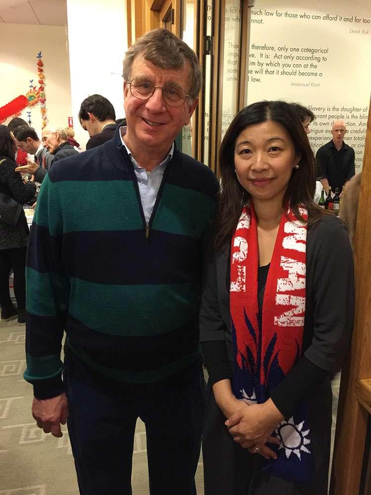 哈佛法學院副院長William Alford(左),是前總統馬英九的同學。(盧筱筠提供)