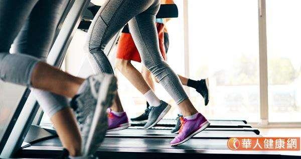 跑步是減重族最常做也最容易做的運動,但光靠跑步不一定就能瘦。(圖/華人健康網)