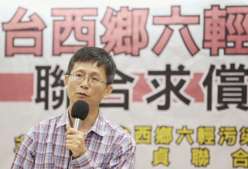 詹順貴律師帶著雲林當地居民召開六輕對雲林的嚴重影響記者會,陳述自救會訴求(林韶安攝)