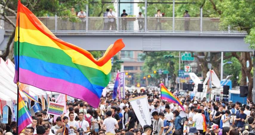 行政院前掛大型看板,婚姻平權大平台呼籲:蔡政府請盡快給予同志家庭保障