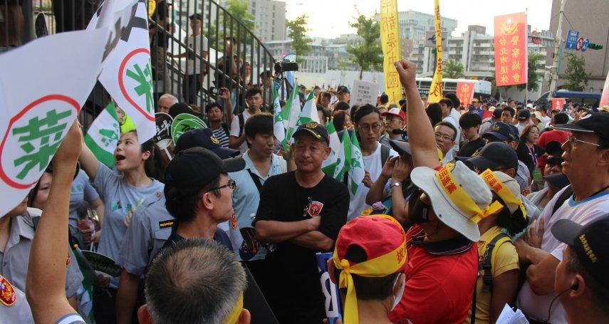 場內表演,場外抗議》世大運開幕 獨派、統派團體爆發衝突