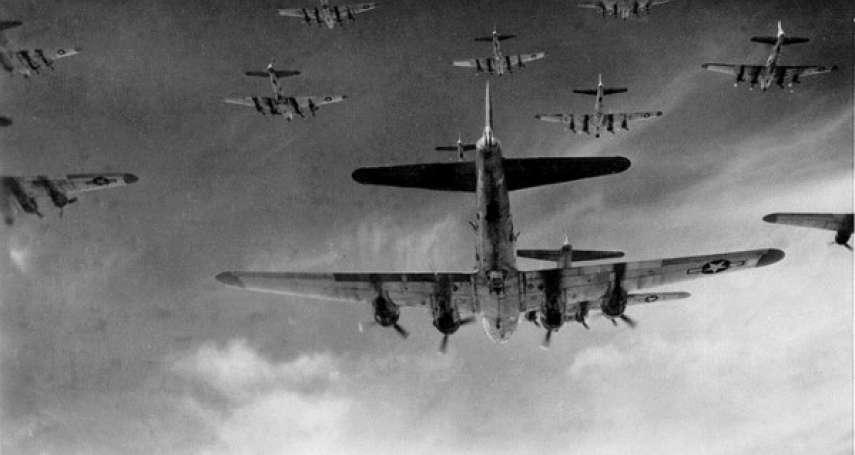 為何美國明知會誤炸友軍,還是堅持使用重型轟炸機?這篇文章道盡戰爭的兩難