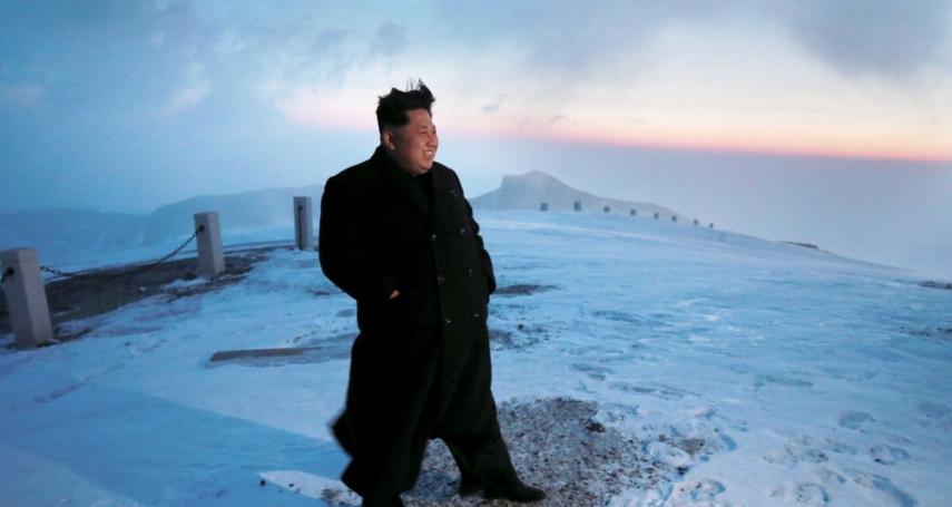 金正恩赴朝鮮聖地白頭山惹疑猜 韓媒吐槽:他其實在山洞裡躲空襲啦!