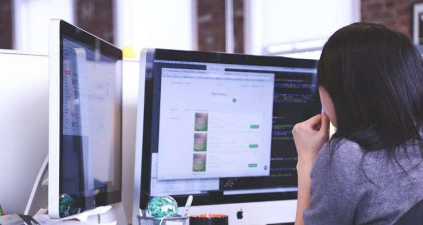 誰說文組畢業的,絕對跟寫程式無緣?她苦學轉職到科技業,意外看見其中最有趣一面!